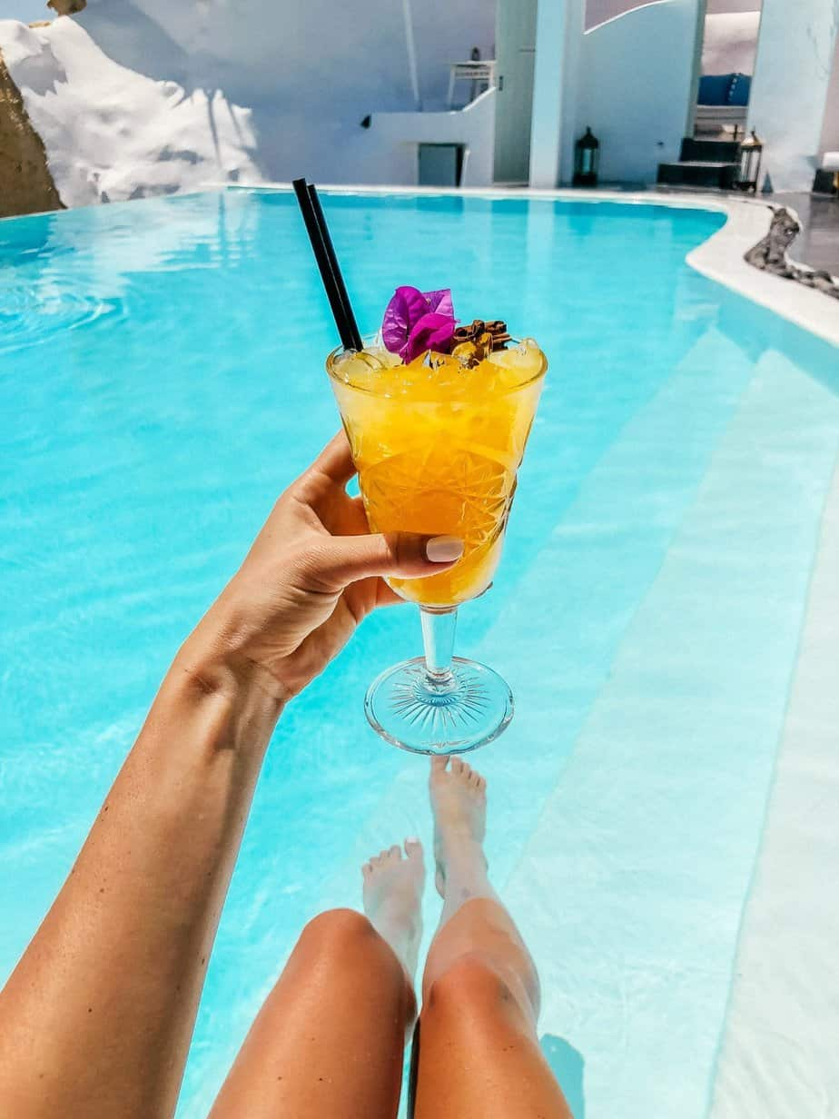 where to get drinks in santorini