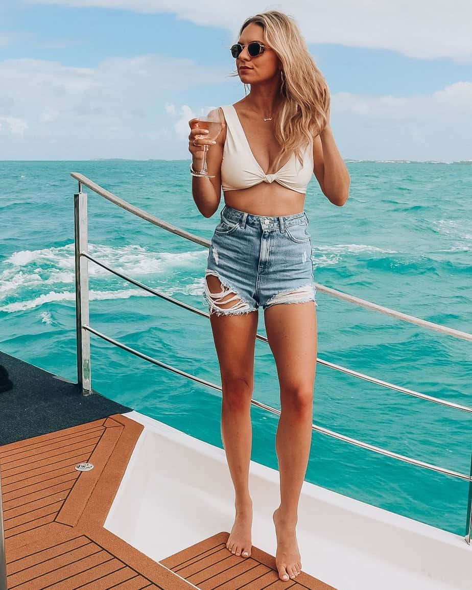 beach outfit ideas jean shorts and bikini top