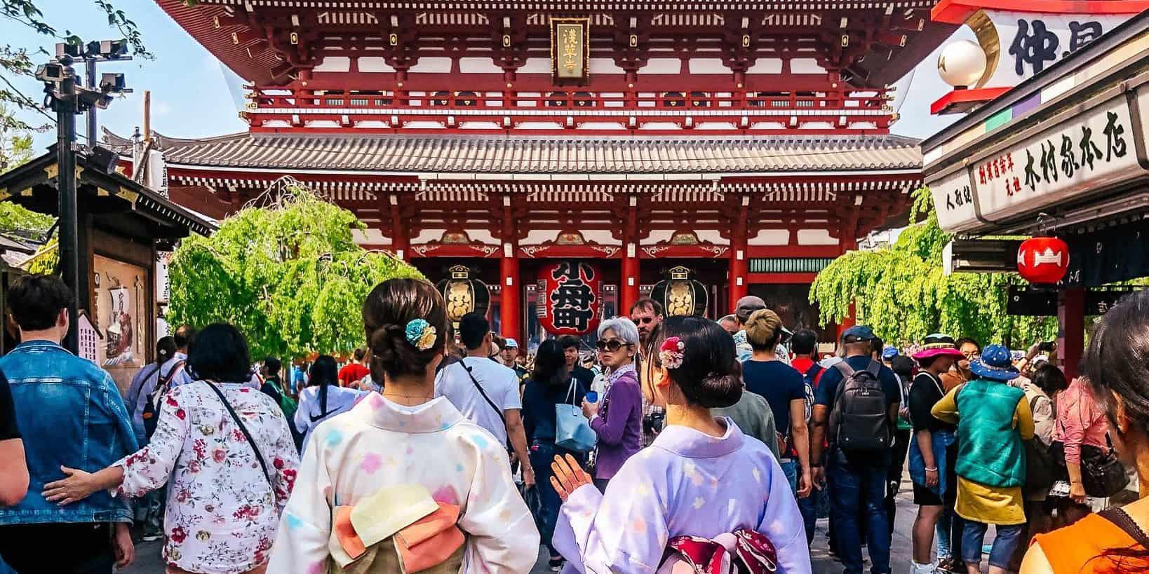 geisha at temple tokyo japan