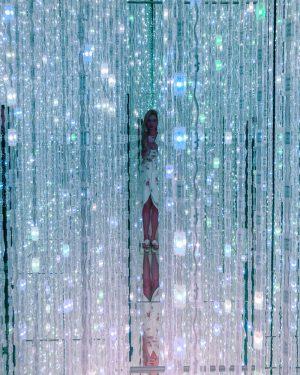 teamlab bordless japan tokyo crystal room