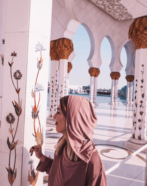 what to wear to a mosque in abu dhabi