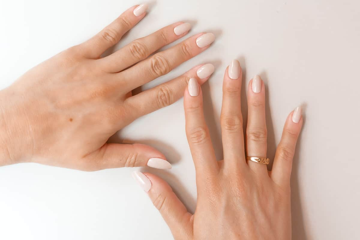 how to put on fake nails