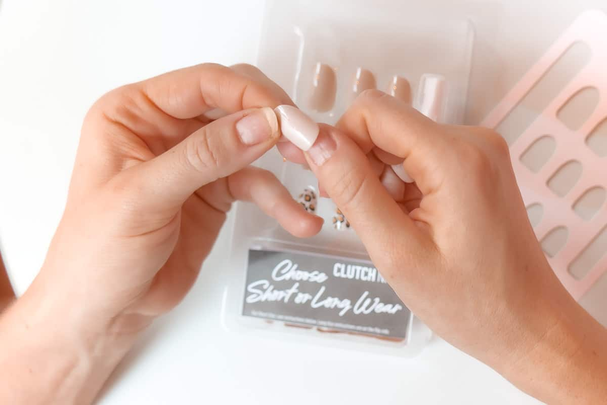 how to measure fake nails