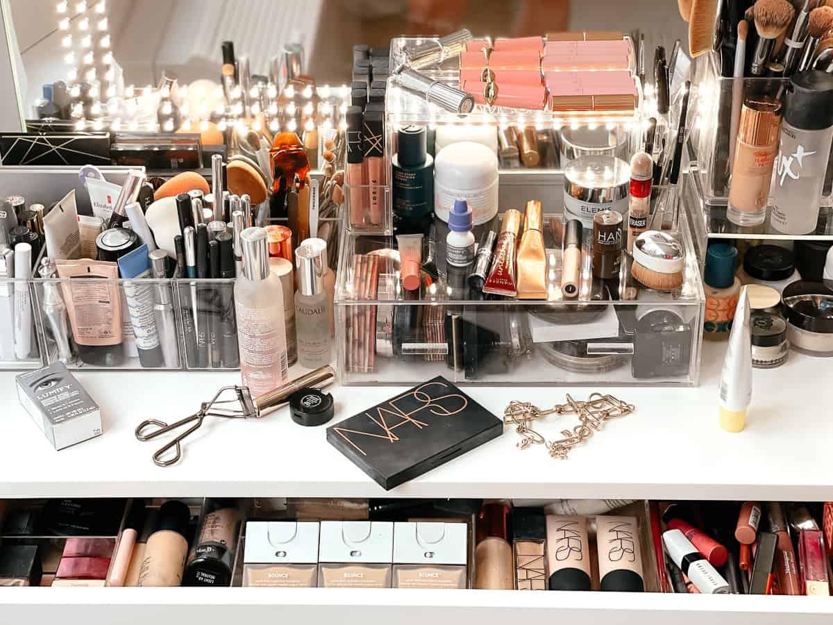 light-up makeup vanity mirror